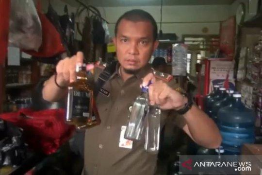 1.650 botol miras ilegal disita petugas dari rumah warga di Matraman