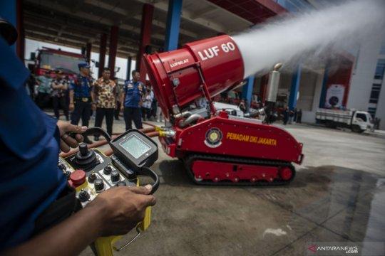 Atraksi robot pemadam kebakaran pemprov DKI Jakarta