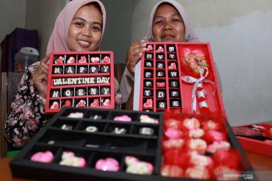 Produksi cokelat bertema Valentine