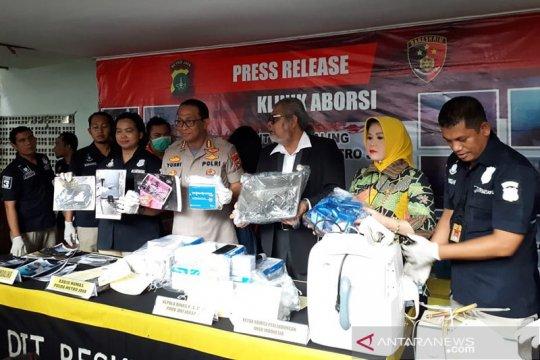 Polisi temukan janin di septic tank klinik aborsi ilegal di Paseban