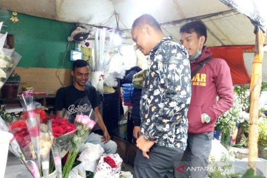 Pemesan bunga di Pasar Cikini didominasi pegawai kantoran