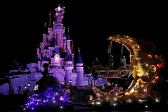 Disney tutup taman hiburan di California, Florida karena virus corona