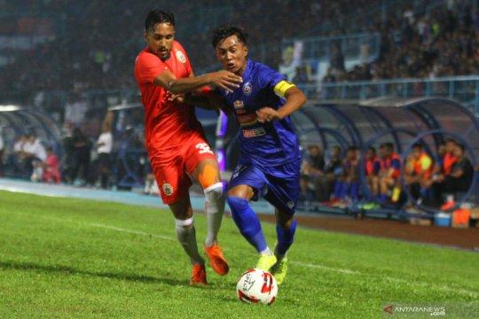 Tahan imbang Arema FC 1-1 Persija puncaki klasemen Grup B