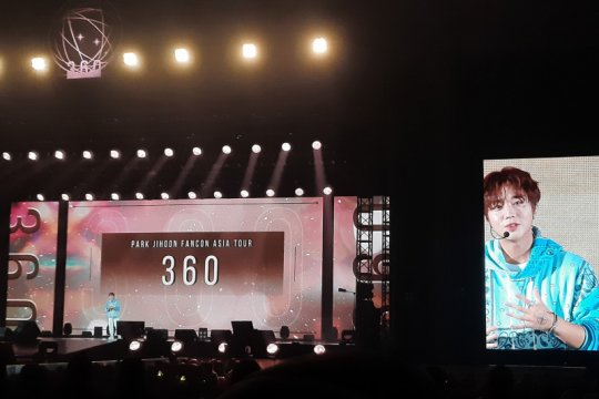 """Park Ji-hoon malam mingguan di Indonesia, tebar """"aegyo"""" hingga kecupan"""