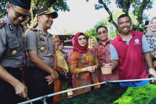 Putri Wapres Ma'ruf Amin kunjungi pembuatan batik ciprat Blitar