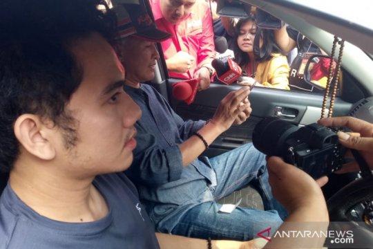 Keluarga WNI pascaobservasi corona berdatangan ke Bandara Halim