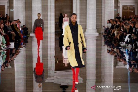 Rancangan Victoria Beckham di London Fashion Week