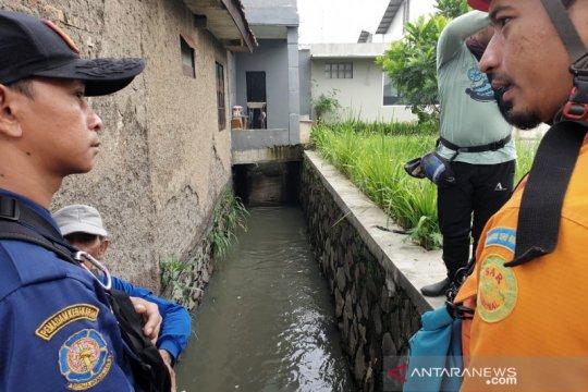 Satu anak yang hanyut di aliran sungai Bandung ditemukan tewas