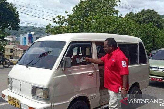 Upaya cegah COVID-19, PMI Papua sebar ribuan masker pada warga