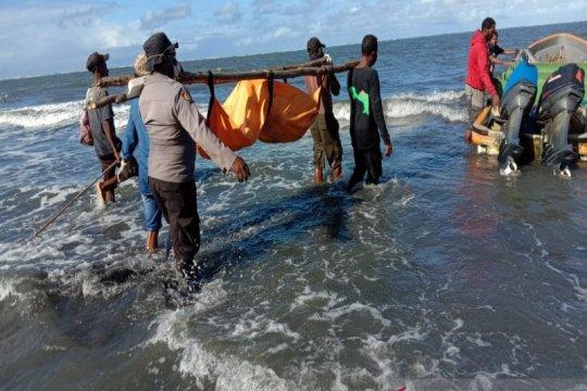 Tim gabungan evakuasi korban laka di perairan Pantai Powai, Papua