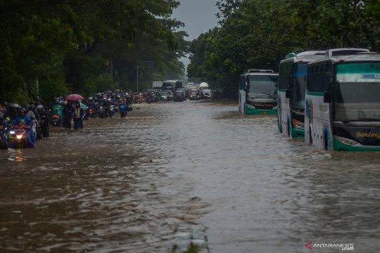 Banjir di Jalan Soekarno-Hatta Bandung