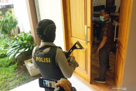 KPK geledah kantor DPRD Tulungagung