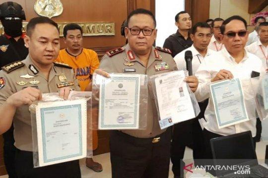 Polda Jatim tangkap pemalsu dokumen untuk Pilkada serentak