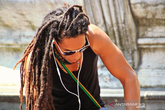 Penata rambut Mozambik langgar tabu demi  cinta rambut gimbal