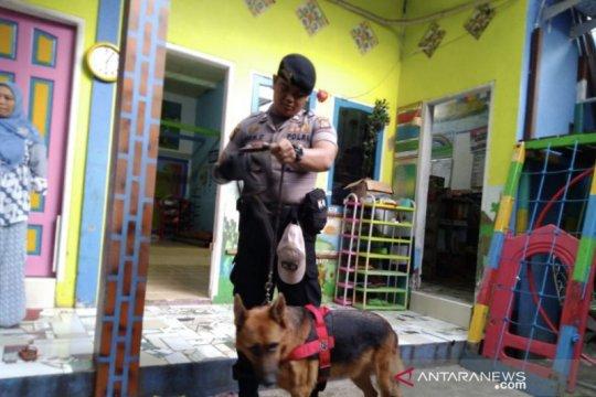 Polisi turunkan anjing pelacak di tempat penitipan balita tanpa kepala