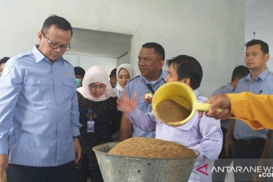 Menteri KKP ajak masyarakat replikasi pakan mandiri