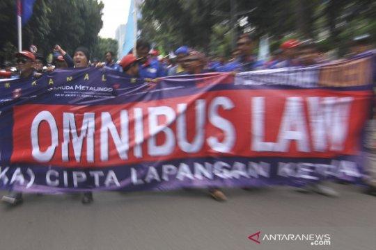 Pengamat: Perumus Omnibus Law bertanggung jawab soal salah ketik