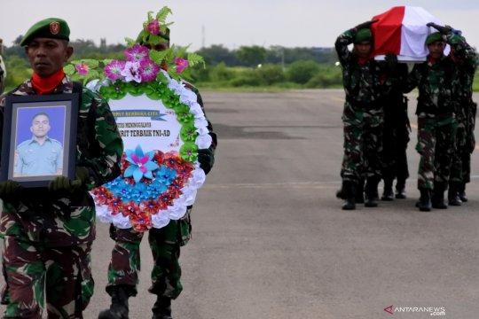Kedatangan jenazah korban jatuhnya heli di Papua