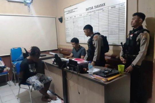 Polisi tangkap pemuda pemilik ganja di Padang Bulan Jayapura