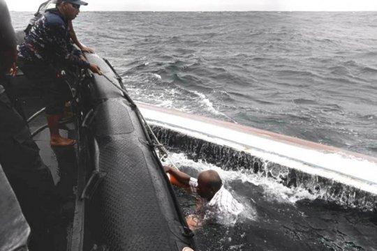 Polairud Polda Papua evakuasi koran perahu terbalik di Base-G