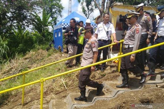 Kakorlantas mengecek lokasi longsor Tol Purbaleunyi