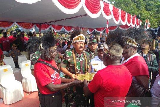 Masyarakat Kamoro serahkan lahan 78 hektae kepada Panglima TNI
