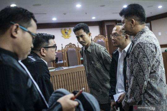 Tiga mantan pemeriksa pajak dituntut 5 dan 6 tahun penjara