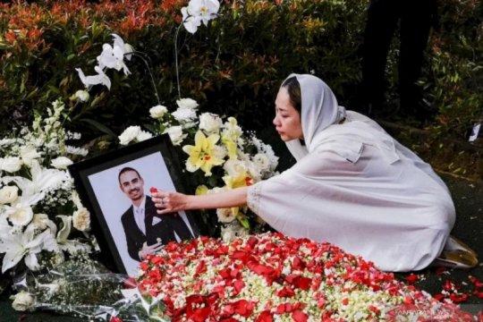 Kemarin, Ashraf Sinclair meninggal hingga Ladya Cheryl kembali akting