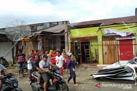 Puluhan rumah warga Gunungsitoli rusak akibat puting beliung