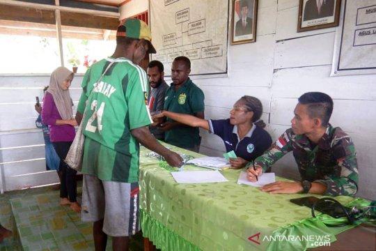 Prajurit TNI beri layanan kesehatan warga di kampung Ulkubi