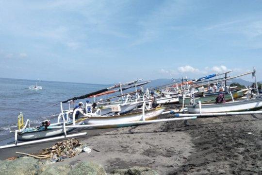 Gelombang tinggi, nelayan Mataram tidak melaut