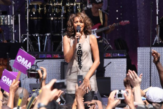 "Whitney Houston akan ""hidup"" kembali lewat konser hologram"