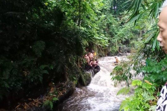 Sepekan, dari siswa hanyut di sungai hingga perahu motor tenggelam