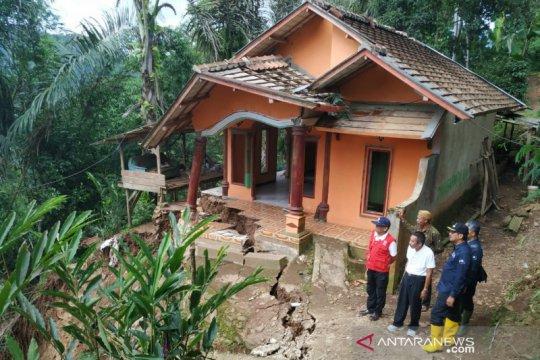 Wabup Garut: Rumah terdampak longsor sudah tidak layak ditempati