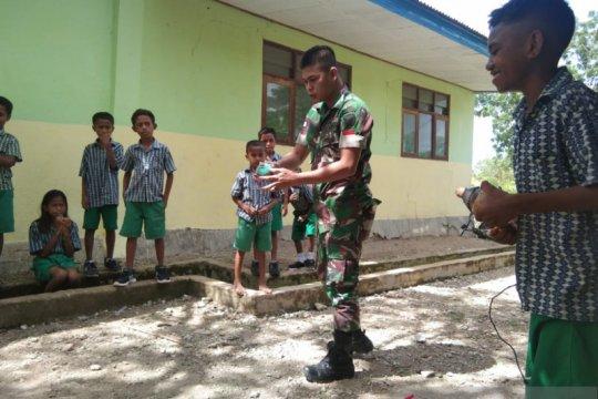 TNI ajak anak-anak perbatasan pertahankan permainan tradisional