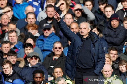 Inggris masih lockdown, Mourinho awasi latihan pemain Spurs via video