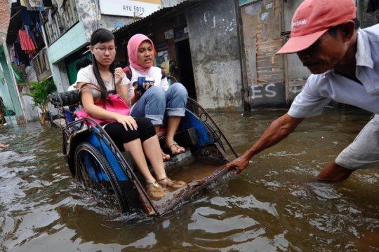 Hujan guyur Jakarta semalam, Pintu Air Manggarai siaga 2