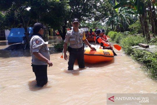 Sungai meluap, ratusan rumah warga di  Jember-Jatim terendam banjir