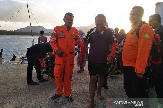 Dihempas ombak di Perairan Aceh Besar, sebuah perahu motor tenggelam