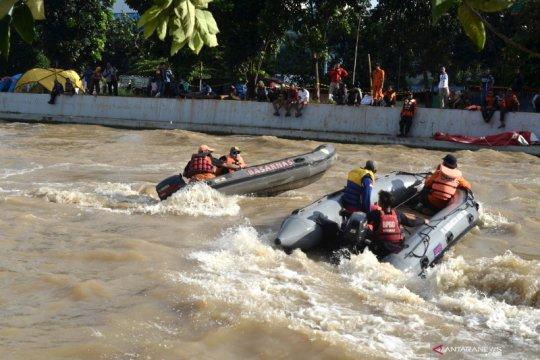 Pencarian korban tenggelam di Kalimalang
