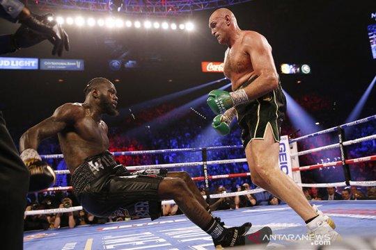 Tyson Fury hentikan Wilder pada ronde ketujuh