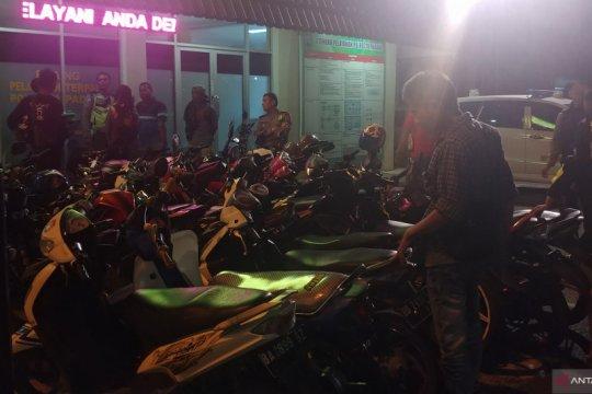 Polresta Padang kandangkan puluhan sepeda motor pada razia Sabtu malam