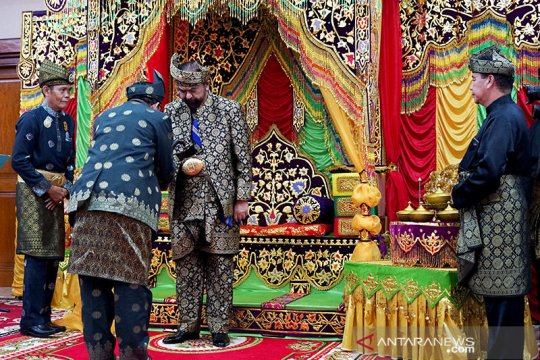 Mantan Gubernur Riau diberi gelar Datuk Seri Indera Perkasa Negeri