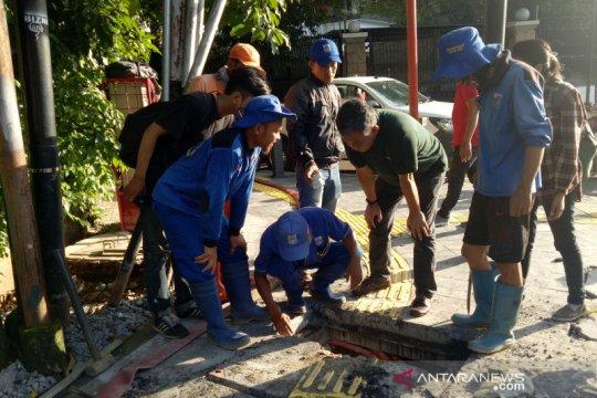 Ketua DPRD sidak drainase, temukan bak kontrol sulit dibuka di Menteng