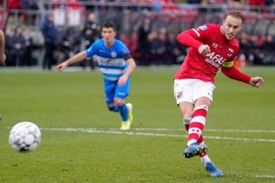Dua gol penalti Teun Koopmeiners bawa AZ lumat PEC Zwolle