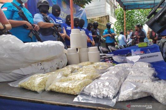 Rumah digeledah di Bandung memproduksi pil mengandung Carisoprodol