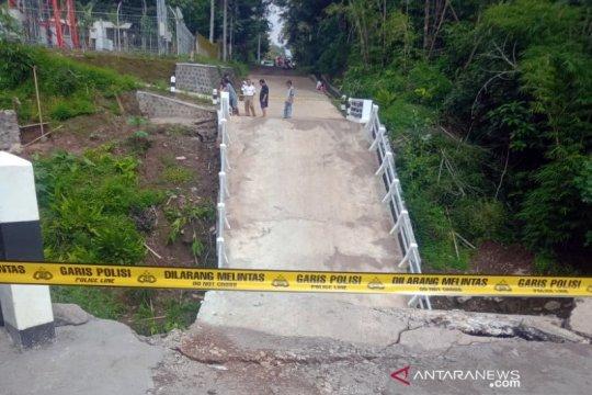 Jembatan Pusung di Banaran Boyolali ambrol