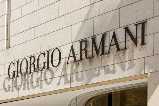 Gara-gara virus corona, Giorgio Armani gelar pertunjukan daring