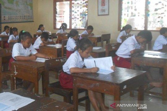 Siswa SD di Kudus diliburkan karena sekolahnya tergenang banjir
