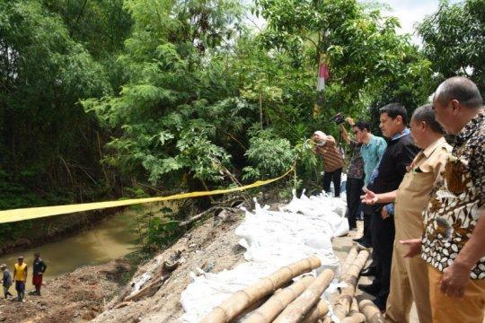 Longsor akibat hujan deras di Kediri diminta segera diperbaiki